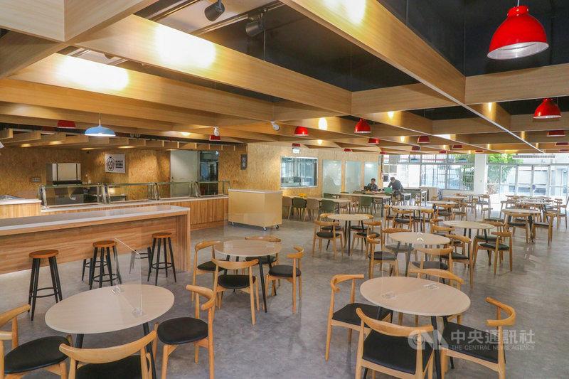 政治大學首創自營食農教育餐廳「集英樓」,校長郭明政指出,其核心理念就是「挺小農、挺有機、挺在地」,同時針對師生需求,打造結合便利商店與K書中心等多功能且媲美咖啡廳的複合式空間。(政大提供)中央社記者許秩維傳真  110年9月15日