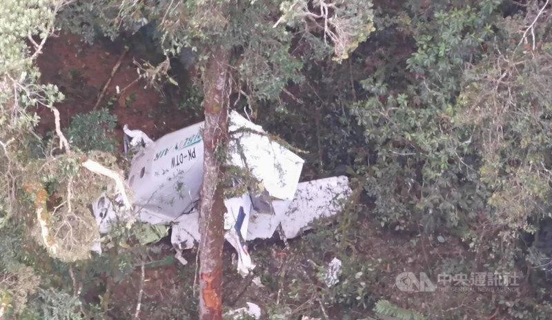 印尼一架貨機15日早上在巴布亞省(Papua)上空失事,印尼國家搜救總署發現貨機墜落在森林深處,機上3人都已罹難。(印尼國家搜救總署提供)中央社記者石秀娟雅加達傳真 110年9月15日
