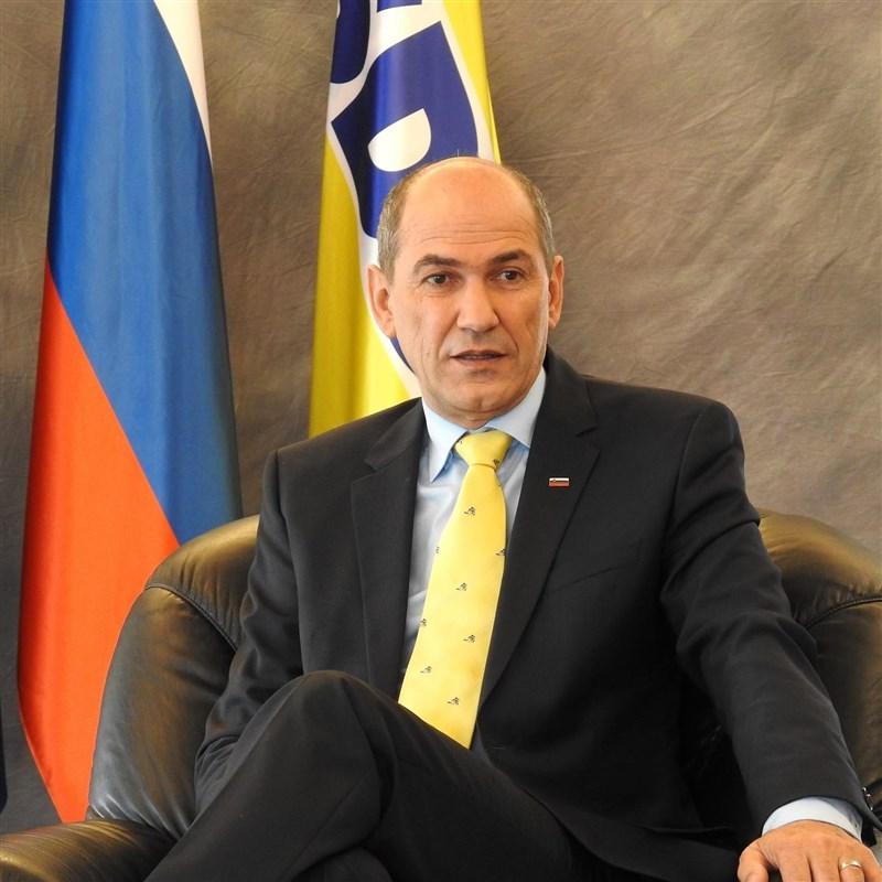 斯洛維尼亞總理楊薩13日呼籲歐盟成員國團結支持立陶宛,強調立陶宛是主權國家完全有權與台灣發展關係,且台灣是歐盟重要夥伴。(圖取自facebook.com/janezjansaSDS)