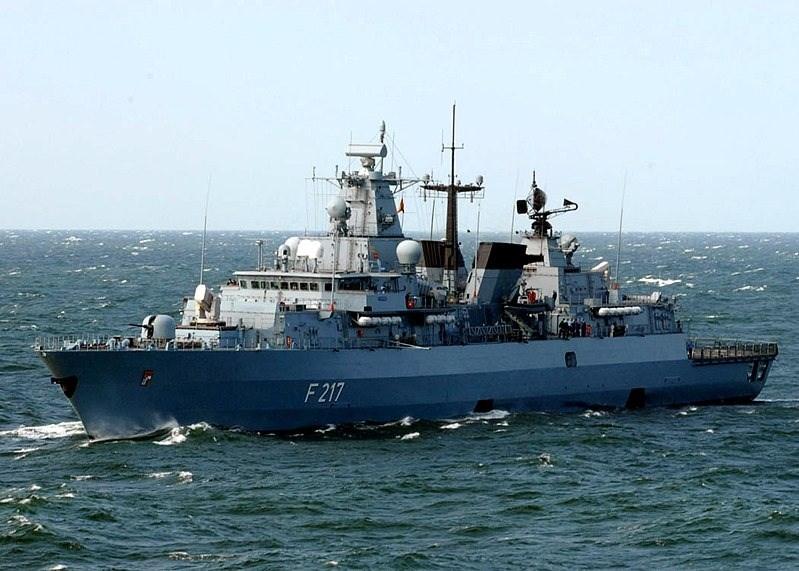 德軍巡防艦「巴伐利亞號」於8月2日開始,展開為期6個月的巡弋任務,巡航印太地區,先前申請在上海靠港訪問,遭到中國拒絕。圖為「巴伐利亞號」航行照。(圖取自維基共享資源網頁,版權屬公有領域)