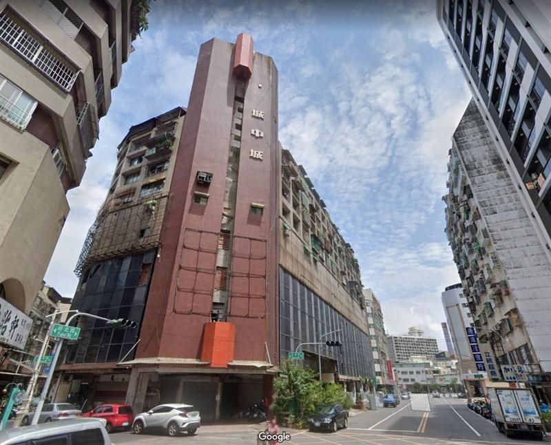 """Das Gebäude """"Stadt in der Stadt"""" wurde ursprünglich als Geschäfts- und Bürogebäude eröffnet und war einst eine Zeit lang berühmt, später jedoch ein bekanntes baufälliges Gebäude in der Umgebung, sogar als """"Geistergebäude"""" bekannt. """"  (Das Bild stammt von der Google Maps-Webseite google.com/maps)"""