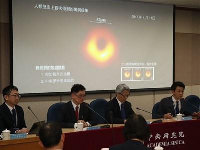 史上首張黑洞照曝光
