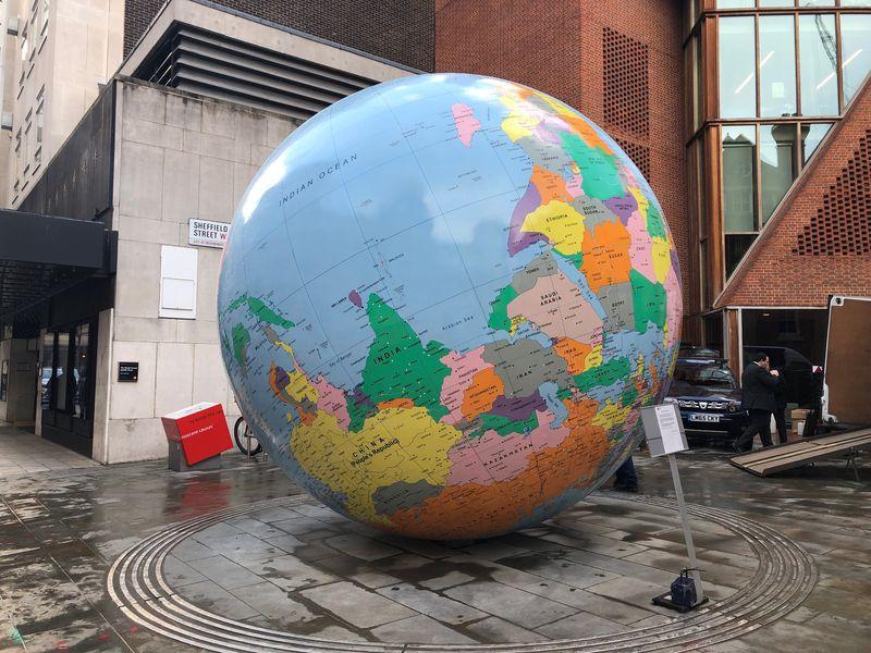 倫敦政經學院公共藝術品爭議