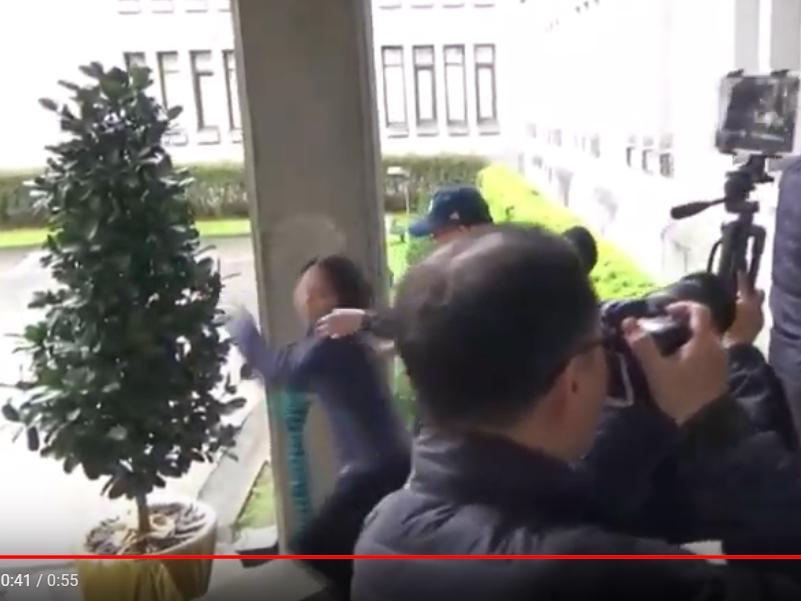 立委赴外交部爆推擠 保六公布影片
