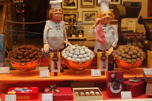比利時有「巧克力王國」之稱,街上巧克力商店與攤販林立。