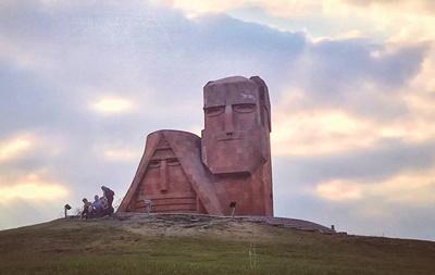納卡地標,我們是我們的山(we are our mountains)。