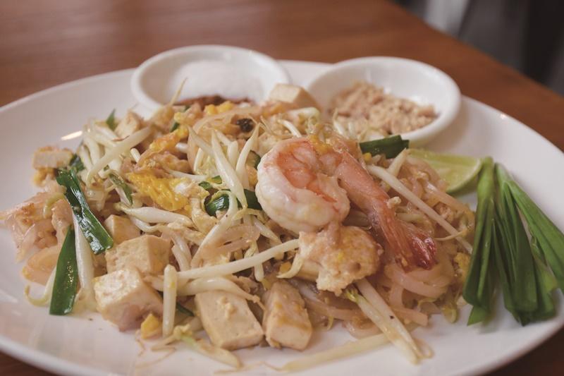 泰式炒粿條是泰國最知名的小吃之一。