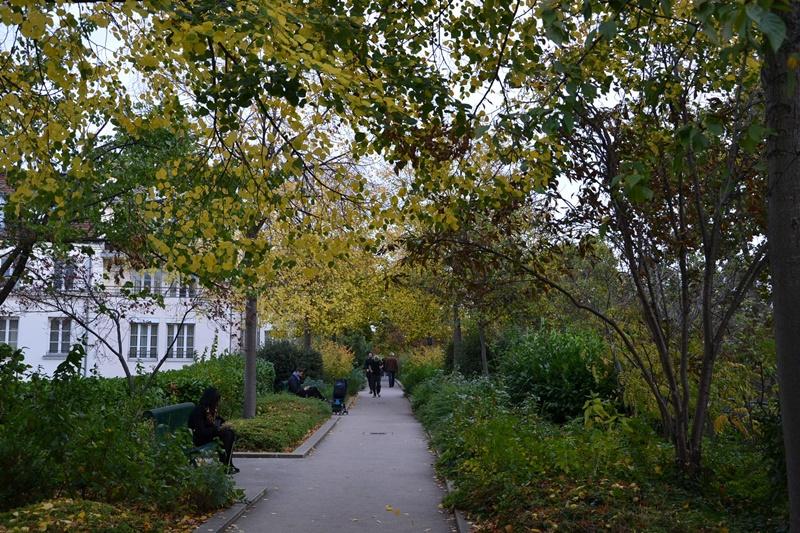 巴士底廣場旁由舊鐵道活化而成的「綠化帶」(Coulée Verte),為一空中林帶。(中央社曾婷瑄)