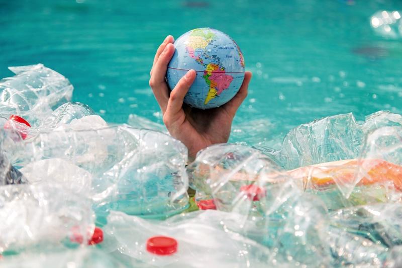 保護全球海洋免受塑膠垃圾汙染是嚴肅課題。