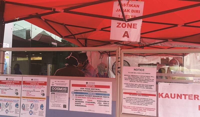 疫情爆發以來,位於市中心的馬大醫院成立檢驗武漢肺炎症狀的臨時團隊和帳篷。(蘇麗娜攝)