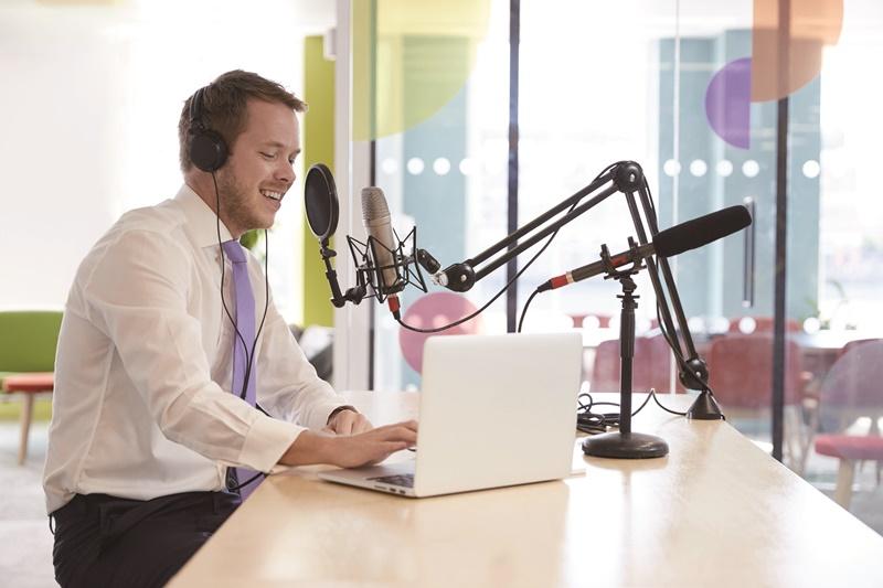 數位聲音檔案製作上十分便宜,只要有想法,都可成為播客製作人。
