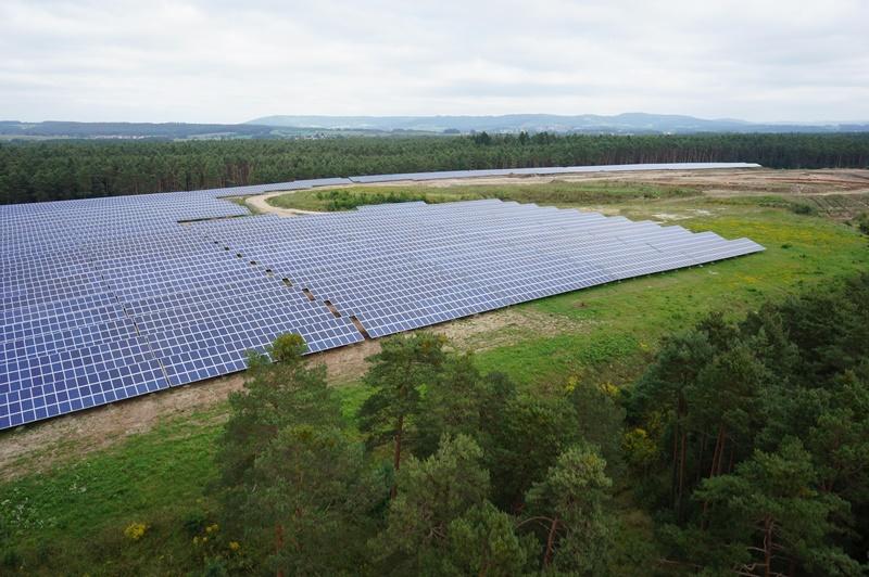天然電電力公司是德國再生能源的先鋒,圖為位於南部烏特洛伊特(Uttenreuth)的太陽能發電廠。(Naturstrom提供)
