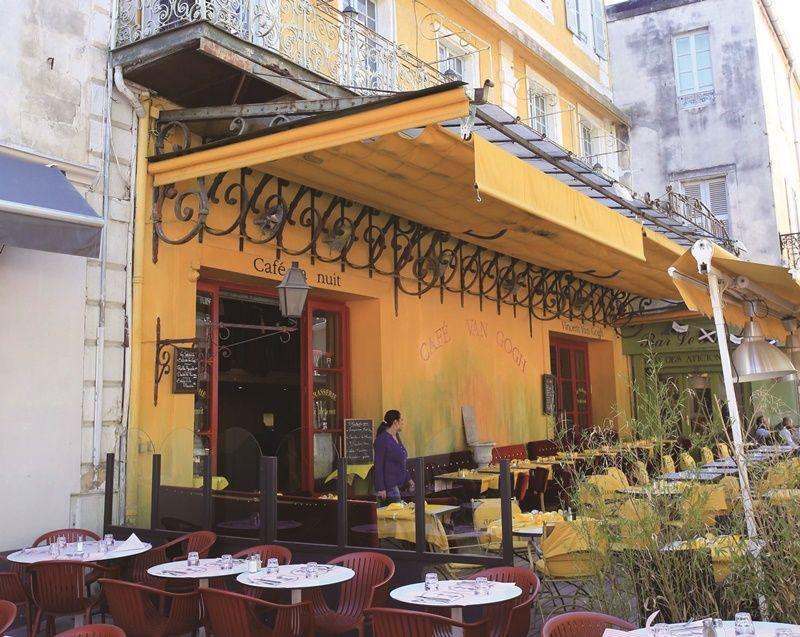 大名鼎鼎的梵谷咖啡館,便是昔時畫家作畫場景。