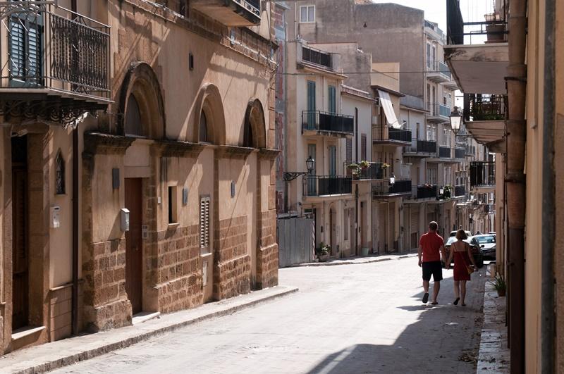 2016年獲選為義大利最美小鎮的桑布卡,兩年前發起「1 歐元購屋」計畫。(shutterstock)
