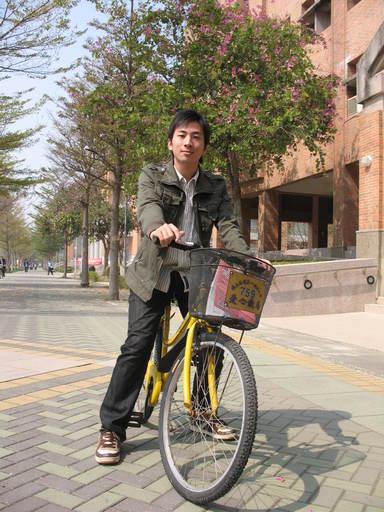 大學時期的林育聖,常騎著第一科大校園鐵馬穿梭校園(圖/林育聖提供)