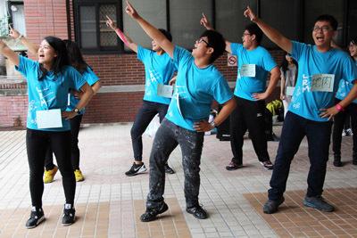 大葉大學休閒事業管理學系學生的早操表演,為營隊揭開序幕