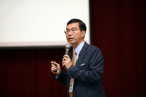 國立臺北大學商學院黃啟瑞副院長說明台灣CSR指數