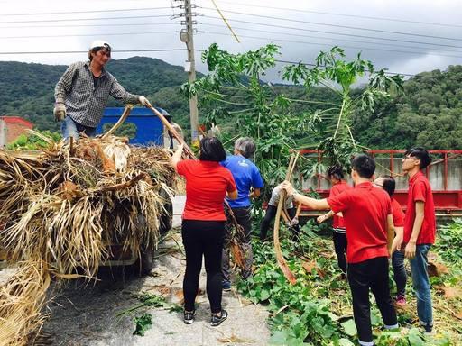 尼伯特颱風過後金車志工協助恢復校園環境