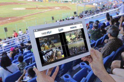 中華電信大4G客戶可於桃園國際棒球場內,透過手機或平板使用「賽場多視角直播」服務,即時掌握球場內四大視角動態,體驗全新觀賽感受。