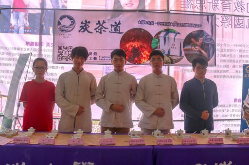 """武夷學院茶學專業同學以武夷茶道的展演來詮釋""""武夷茶道""""之精髓。"""