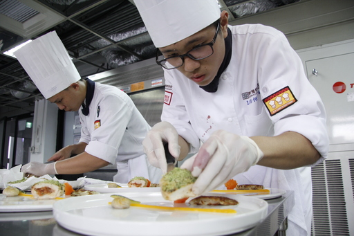 何柏緯(左)和嚴弘兩人在比賽前進行了多次模擬練習。