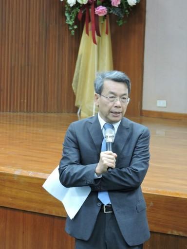 李文華校長稱讚劉紹臣院士投入對氣候變遷研究的貢獻。