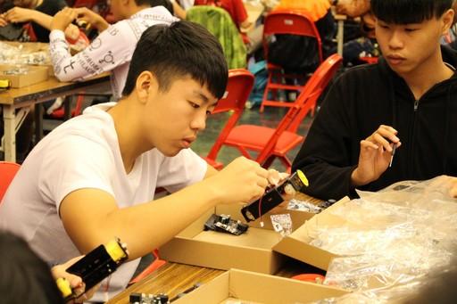機器人比賽讓參賽者把團隊合作及課程所學發揮應用,透過機器人和程式編寫為學習工具,在快樂學習環境中,能更深入了解數學應用和自然科學。