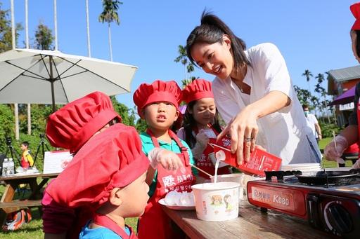 Janet 和孩子們一起製作夢想早餐