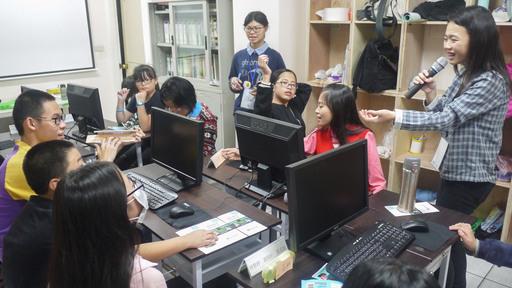 參與志工服務的臺北商業大學同學表示:「小朋友們動手實作設計遊戲很快就上手了,學習力十分驚人!」