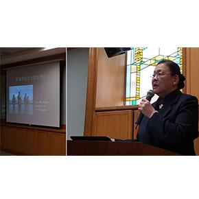 利用返回台灣參加多國董事會會務報告的機會,僑居在菲律賓的慈濟人 楊碧芬師姊,利用返國空檔,於04/10受邀專程前來大愛感恩參加週會人文講座演講,分享有關『菲律賓帕洛大愛村災後重生』。 (照片:呂怡德)。