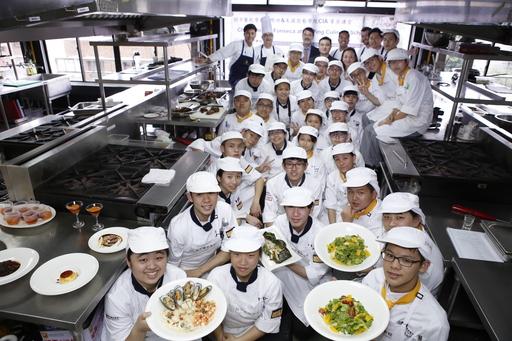 主廚之家學生也參與巴西料理菁英講堂的課程,將於4/27~5/3由學生掌廚,以套餐形式在主廚之家西餐廳販售道地的巴西菜餚。