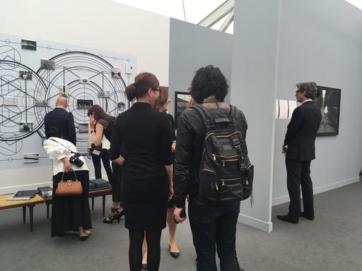 2017紐約斐列茲藝術博覽會五月四日預展僅先開放貴賓及媒體入場,首度進入主展區的其玟畫廊參觀者絡繹不絕