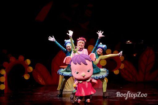 《屋頂動物園-太陽卡住了!》精彩劇照-飛飛與舞者