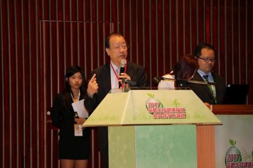 蔡長海董事長闡述《中亞聯大》研發前瞻性智慧醫療輔具的特色優勢。