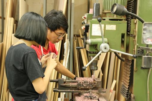 朝陽科大透過產學合作,打造「木奇地共創基地」,作為傳統木工匠師與數位木器產業交流的平台。