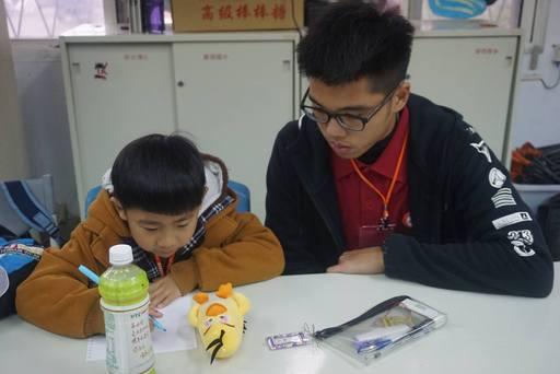 上午安排休閒旅遊,晚上陪伴孩子完成回家功課