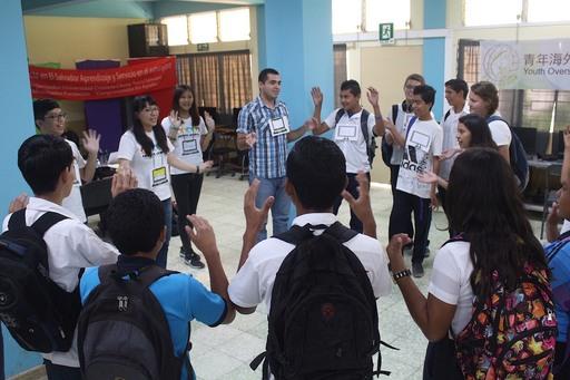 中原大學志工隊於薩總統府下轄的「Santa Ana兒童及青少年城」辦理「2017薩爾瓦多海外服務學習計畫」教學情形。