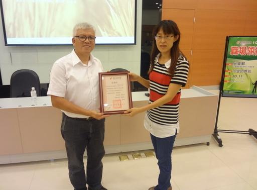 台灣優格食品有限公司吳睿麒總經理(左)應中州科大之邀,蒞校演講「改變的勇氣」。