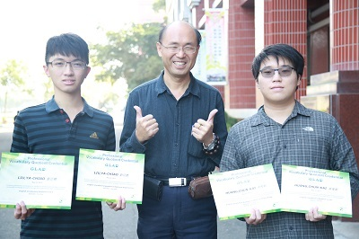 遠東科大電機系學生劉雅樵(左)、黃俊凱同時考上國立台師大的工業教育研究所成為佳話
