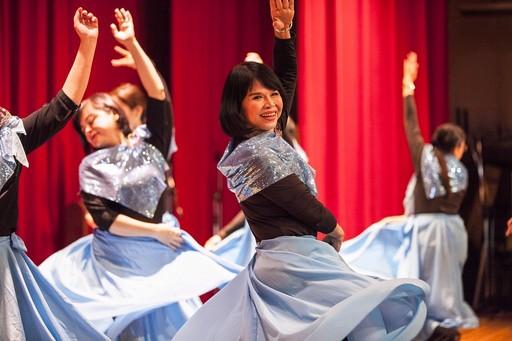 精彩的舞蹈演出,舞出了學員們心中的奔放。