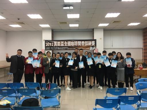 高中組得獎選手合影。