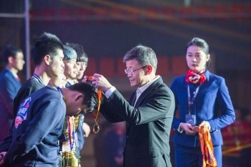健行科大團隊獲得冠軍,主辦單位頒獎