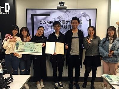 圖為龍華科大文創系大陸交流生,由系上張仁礦老師指導,以作品「愛,不再小心翼翼」,榮獲OLYMPUS全國大專院校微電影競賽第二名。