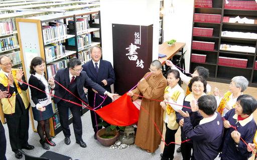 正修圖書館「悅讀書坊」啟用,營造置身咖啡館看書氛圍。