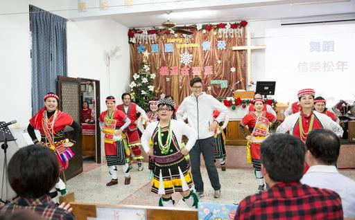 原住民熱情載歌載舞