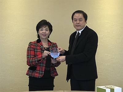 臺藝大陳志誠校長(右)與淡江大學張家宜校長合影留念。