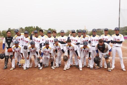 中信金融管理學院棒球隊複賽首勝入袋,球隊展現極高的默契與團隊精神