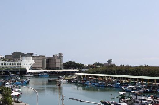 台東縣府動支2千餘萬元改善新港漁港區設施 黃縣長期營造觀光魚市新景象