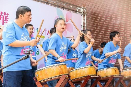 喜樂家族小太陽打擊樂團展現滿滿的活力與熱情。