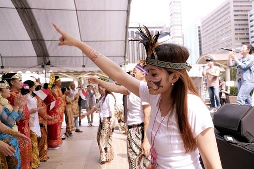 圖說:身穿傳統服飾、唱著原鄉的歌,充滿印尼家鄉的感覺。